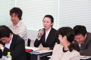 職場や地域における活動状況について 報告をする多文化共生推進士